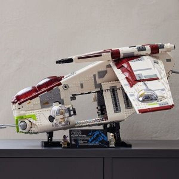Coming Soon: LEGO Star Wars Republic Gunship™